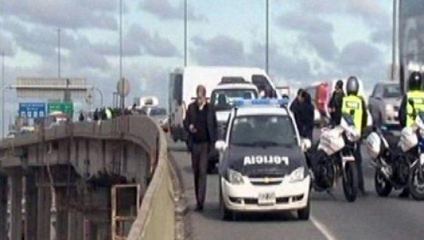 Asalto millonario y sangriento tiroteo en plena autopista
