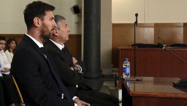 Messi y su papá, condenados a 21 meses de cárcel