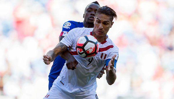 Perú cumplió en el debut y venció con lo justo a Haití