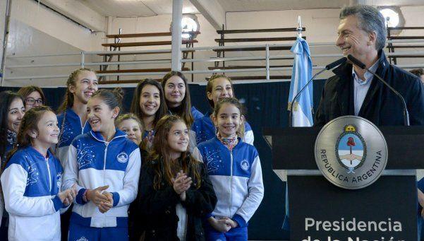 Macri retomó su actividad con un anuncio para clubes de barrio