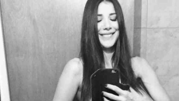 "Andrea Rincón: un topless y un ""te amo"" para un desconocido"