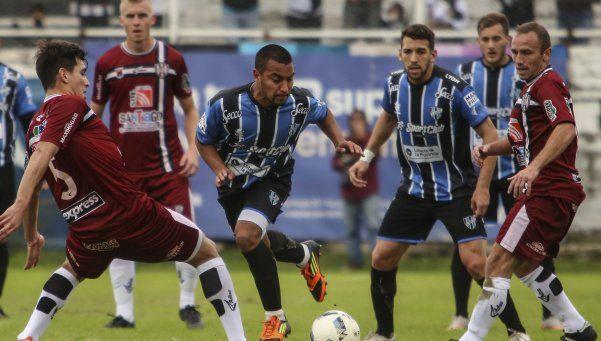 """Almagro perdió en Santiago y denunció una """"apretada"""""""