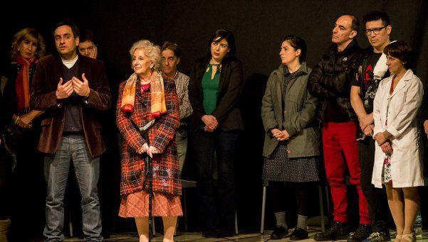 Se presentó Idénticos, un emotivo espectáculo de Teatro x la identidad
