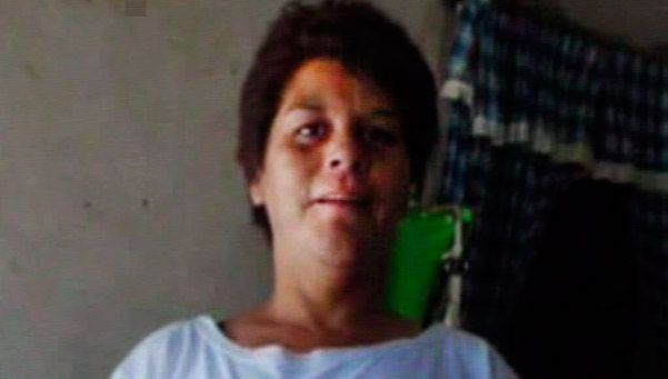 Una mujer fue asesinada con un bebé en brazos en una plaza de Lanús