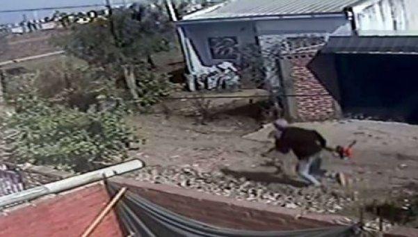 Le robaron la perra, los escracharon y terminaron presos