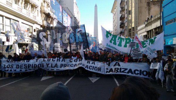 Miles de trabajadores de prensa reclamaron frente al Ministerio de Trabajo