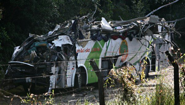 Brasil: 16 muertos al volcar un micro en la ruta
