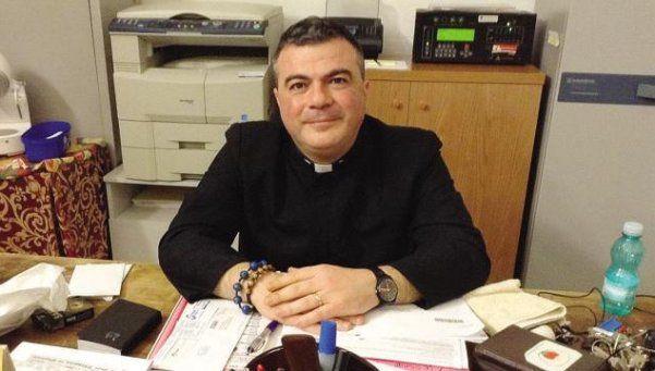 El sacerdote que pide pena de muerte para los homosexuales