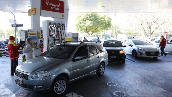 Camioneros levantan el paro pero aún faltará combustible