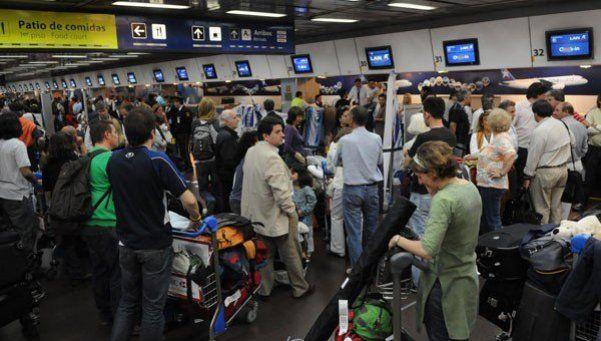 Comienza a regularizarse la situación en Aeroparque