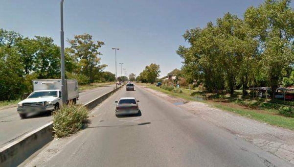 Muerte y furia en Varela: a palazos rompió 4 patrulleros y una grúa