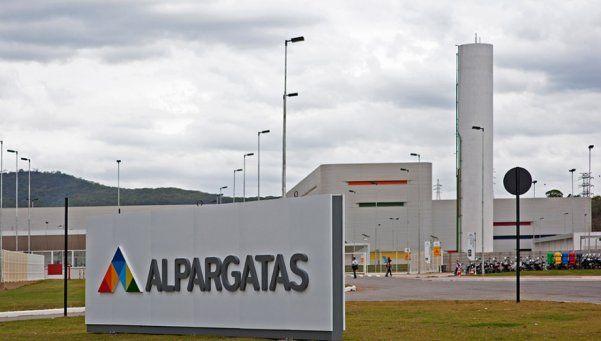 Alpargatas se comprometió a no despedir... y ya echó a 60 trabajadores