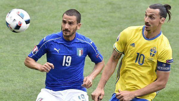 Italia lo ganó sobre la hora y está en octavos de final