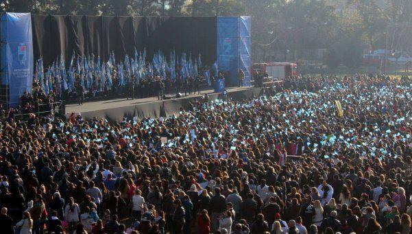 Unos 9 mil alumnos lomenses prometieron lealtad a nuestra Bandera