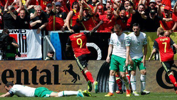 Bélgica se recuperó ante Irlanda y dio el primer paso hacia octavos
