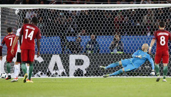 Cristiano erró un penal, Portugal no pudo y quedó muy complicado