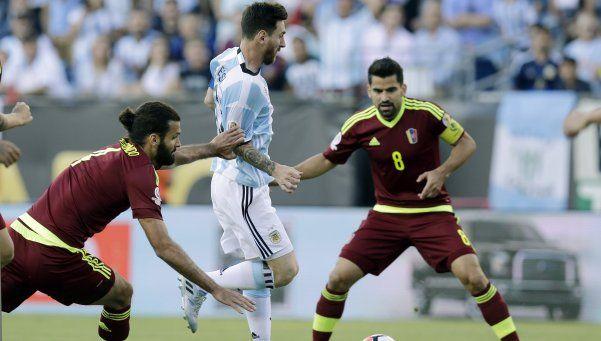 Festival: Messi alcanzó el récord, Argentina goleó y pasó a semis