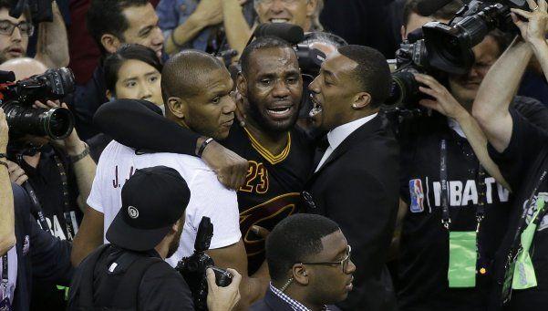 Cleveland, histórico campeón de la NBA en un final para el infarto