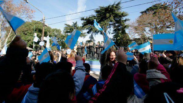 Unos 2.000 alumnos de Brown prometieron lealtad a la insignia patria