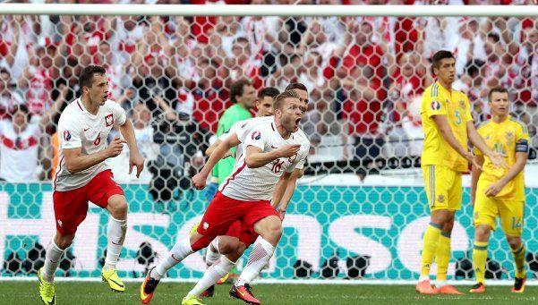 Polonia quedó segunda en su grupo y enfrentará a Suiza en octavos