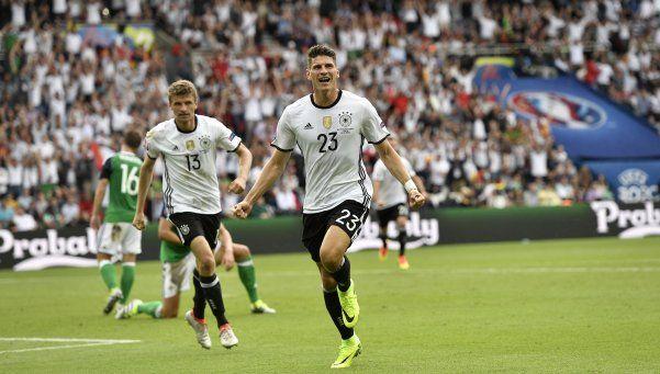 Alemania derrotó a Irlanda del Norte y ganó su zona