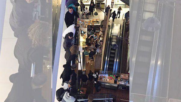 Cayó del segundo piso de un shopping: está grave
