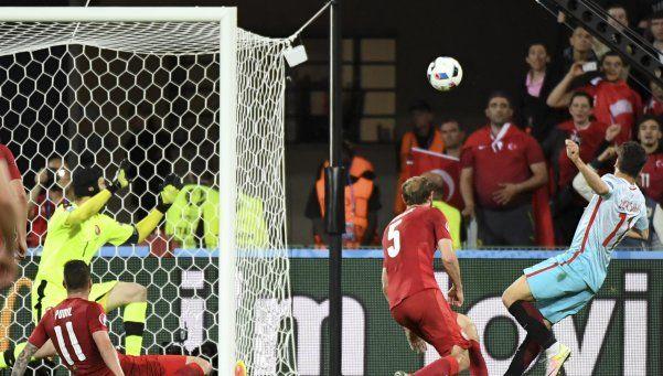 Turquía derrotó a la República Checa y deberá esperar