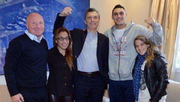 En muletas, Macri recibió a deportistas olímpicos que viajan a Río