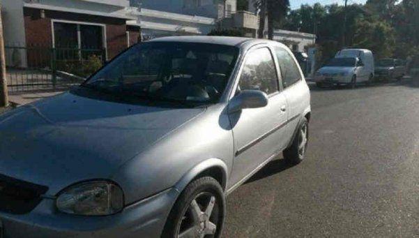 Ciberviuda negra secuestró y le robó el auto a un joven