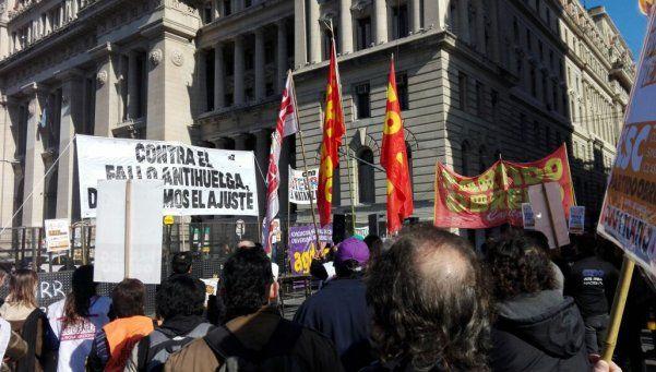 Los gremios protestaron contra el fallo anti huelga de la Corte