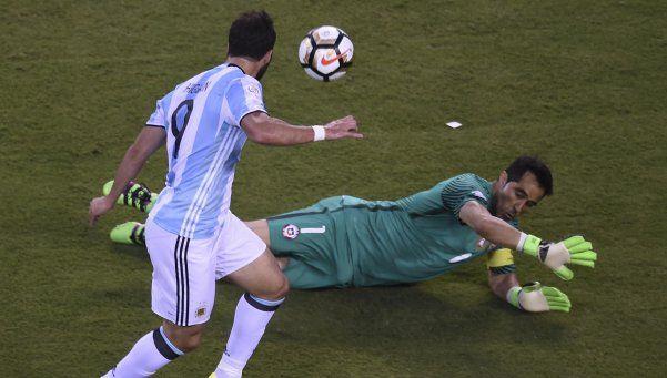 El karma de Higuaín: las tres situaciones claras que perdió en finales