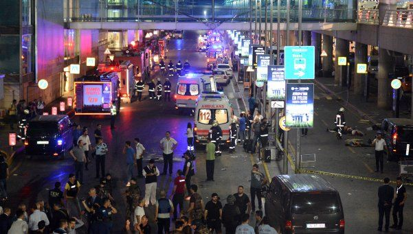 Acto terrorista en el aeropuerto de Estambul: ya son 41 los muertos