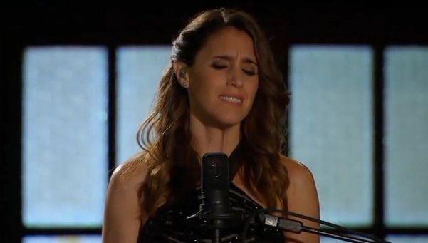 """Soledad cantó """"No llores por mí Argentina"""" en la TV de EEUU"""