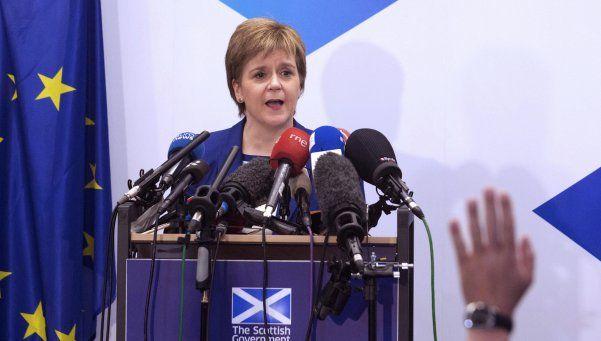 Frenan aspiración de Escocia a seguir en la Unión Europea