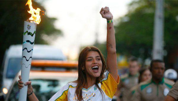 Calu Rivero llevó la antorcha olímpica y disparó la polémica