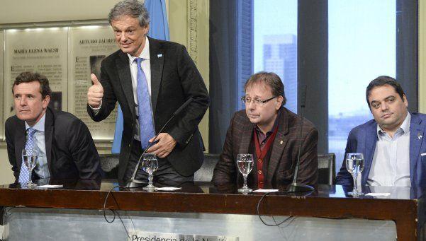 Segundo semestre: Cabrera aseguró que la lluvia de dólares ya empezó