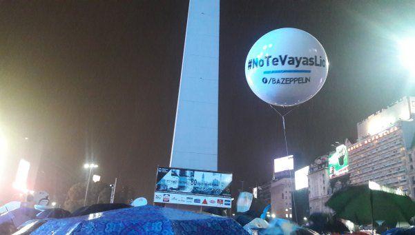 #NoTeVayasLio: la lluvia no frenó la pasión por Messi