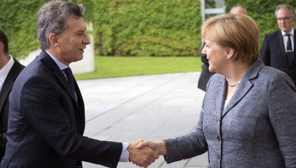 Macri en Alemania: justificó decisiones dolorosas y Merkel lo apoyó