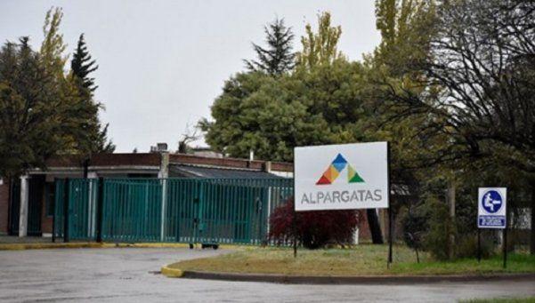 Alpargatas suspende a todos sus operarios por la caída de ventas