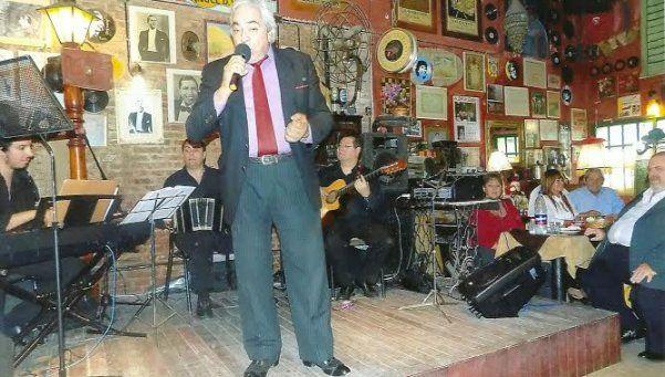 Carlos  Araujo  y un nutrido curriculum junto al tango