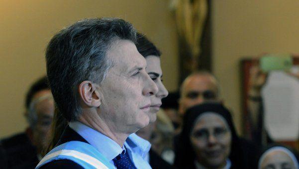 Cansado por la gira, Macri amagó con bajarse del último festejo del Bicentenario