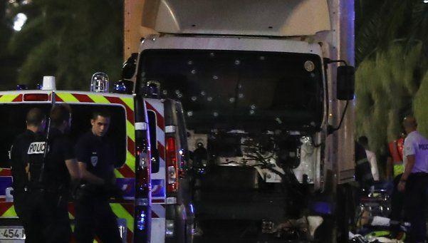 Pánico en Niza: un camión mató al menos a 84 personas
