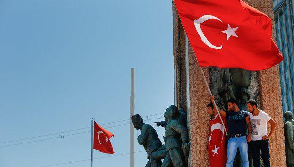 """Turquía: prometen """"un cementerio de traidores"""" para golpistas"""