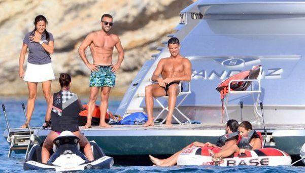 La caliente fiestita del Día del Amigo de Cristiano Ronaldo