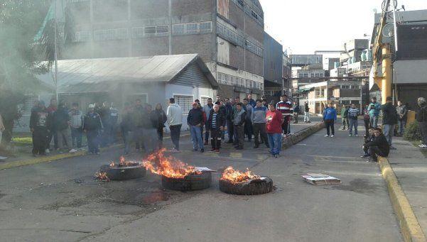 Obreros buscan crear una cooperativa en Tablada