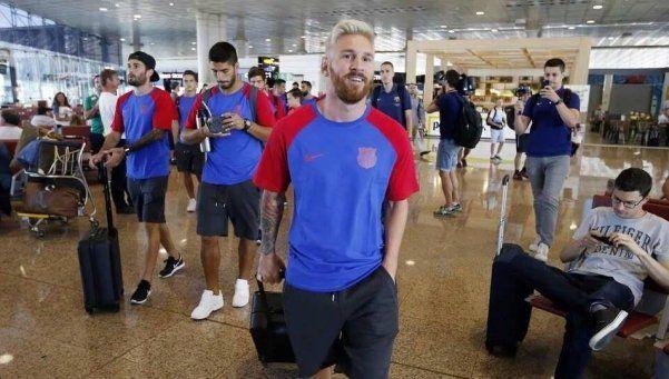 Messi, de rubio, se sumó a la pretemporada del Barcelona
