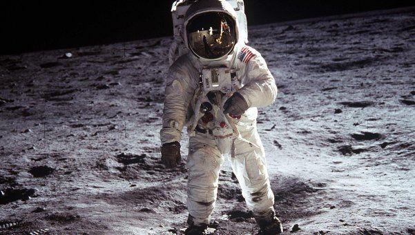 """""""Alunizar"""": la duda criolla sobre la huella de Armstrong"""