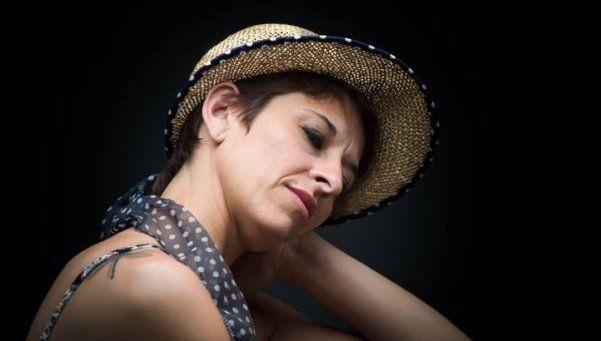 Una cantante denunció que su ex pareja la golpeó y la violó