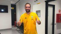 Higuaín llegó a Juventus y fue recibido con aplausos
