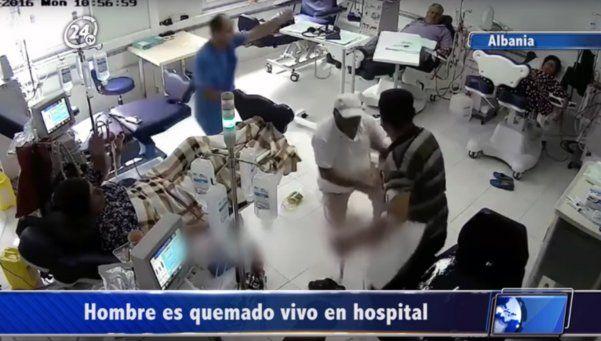 Video | Un hombre prendió fuego a otro en un hospital
